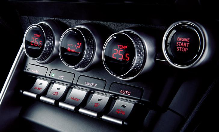 SUBARU BRZ 左右独立温度調整機能付フルオートエアコン