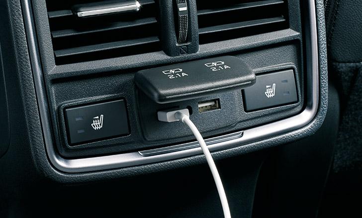 フォレスター 後席USB電源(2ヶ)